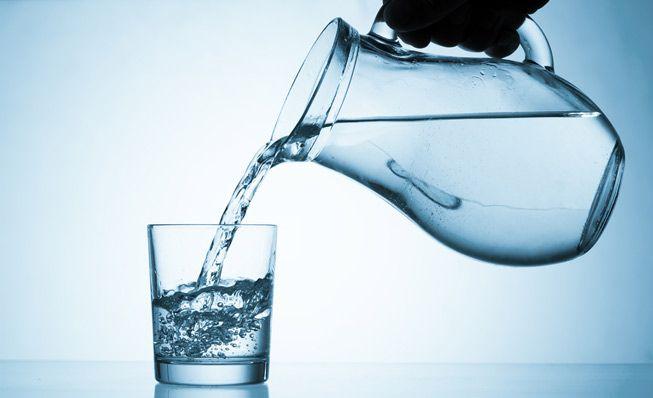 L'eau pour se débarrasser des cicatrices d'acné