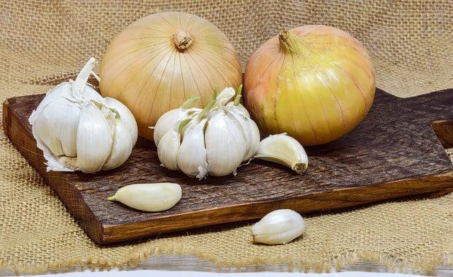 Photo of L'ail et l'oignon pour soigner les verrues génitales