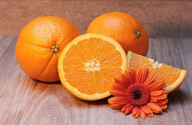 Les oranges pour éliminer les boutons sur le visage