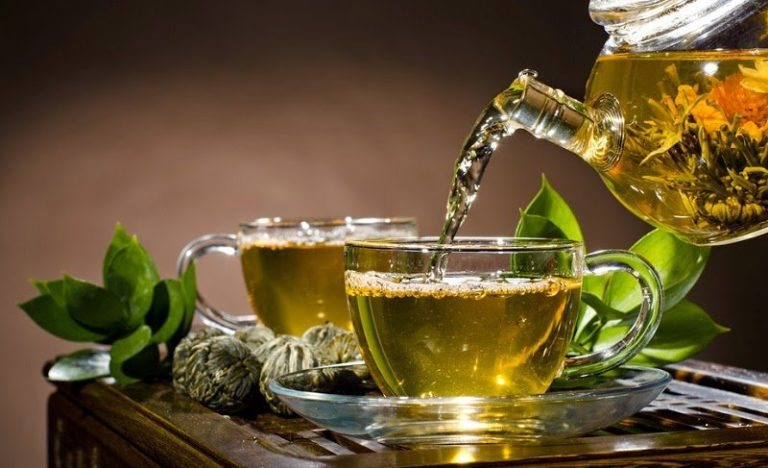 Le thé vert est un thé minceur qui permet debrûler la graisse abdominale