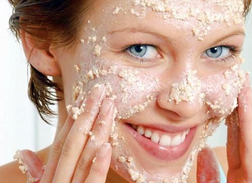 Gommage visage maison à l'avoine pour blanchir la peau en une semaine naturellement