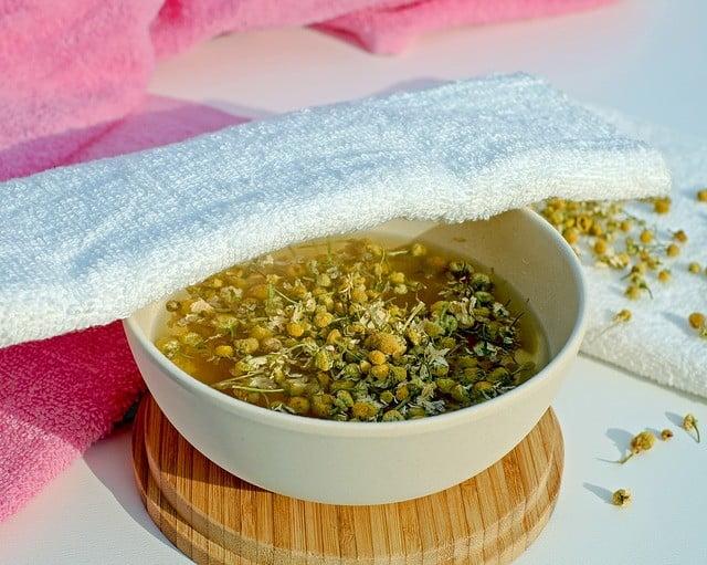Les fleurs de camomille pour blanchir la peau en une semaine naturellement et efficacement