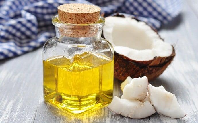 L'eau de rose et l'huile de noix de coco pour blanchir la peau en une semaine naturellement et définitivement