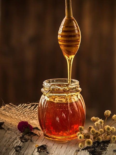 Le miel pour enlever les boutons sur le visage