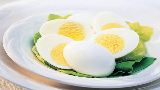 Les œufs pour grandir de taille à 25 ans