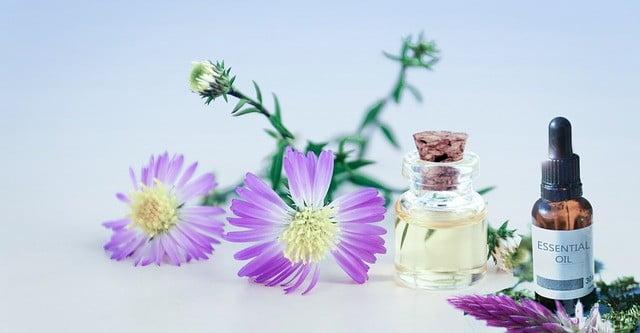 Photo de Huile essentielle acné: Top 4 huiles essentielles pour acné