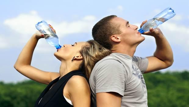 Buvez beaucoup de liquides pour faire baisser la fièvre